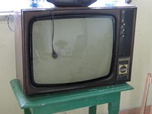 Una TV soviética de las distribuídas en Cuba. Se rompían constantemente y la calidad de imagen era mala.